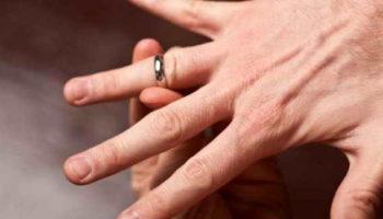 Как снять застрявшее кольцо с пальца: быстрый и эффективный способ