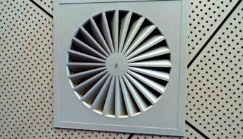 Неприятный запах из вентиляции в квартире: причины и устранение