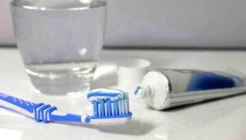 9 необычных способов применения зубной пасты в быту