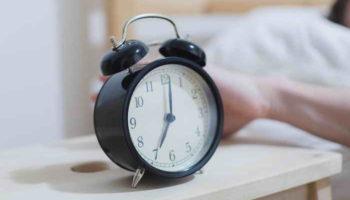Как раньше вставать по утрам: 5 эффективных способов