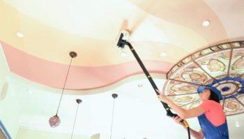 Чем мыть натяжной потолок без разводов: проверенное средство не подведёт