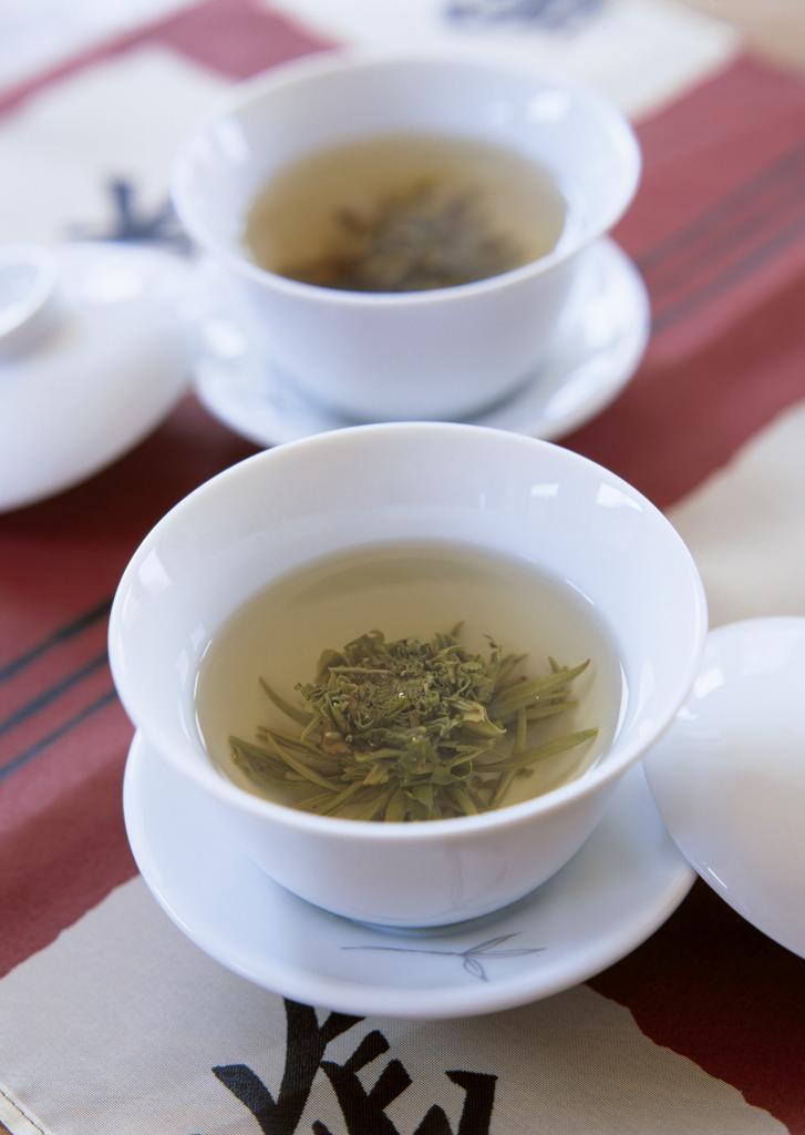 Зеленый чай: состав и полезные свойства напитка
