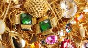 4 знака Зодиака, которым нельзя носить золотые украшения