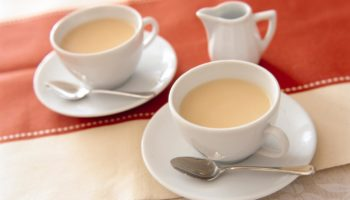 Вред чая с молоком: почему нужно отказаться от такого напитка?