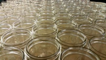 Быстрая и надежная стерилизация банок для заготовок